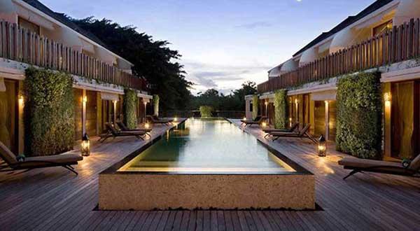 クプクプ ジンバラン スイート ビーチ アクセス ブティック ホテル