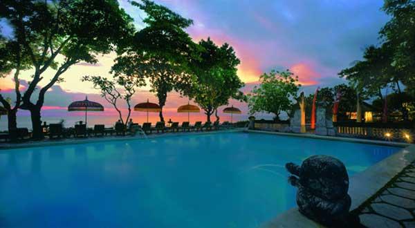 オべロイ バリ ホテル スミニャック ビーチ フロント コテージ リゾート