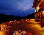 ハンギングガーデンウブド、レストランの夜景
