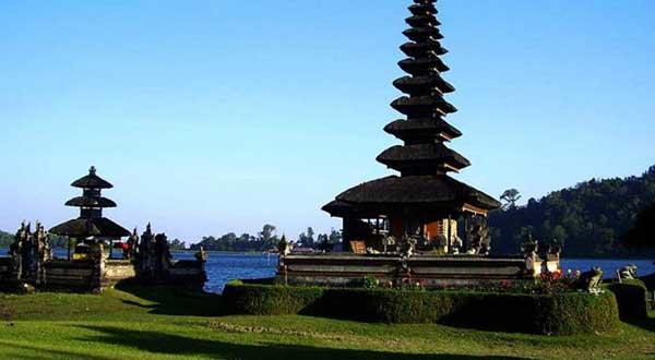 ブドゥグル寺院ツアー フォトジェニック 観光 スポット ブドゥグル ブラタン 湖