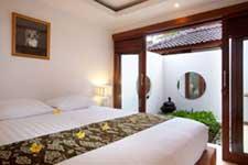 ジンバラン 地区 の ホテル ジンバラン ビーチ  高級 リゾート ホテル