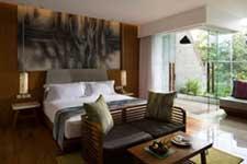 サヌール 地区 の ホテル サヌール ビーチ の前に バリ風 リゾート ホテル