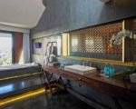 ize-Seminyak-Club-Suite-Bathroom-1024x683Gal1