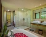 komaneka-rasa-sayang-deluxe-room-bathroom2