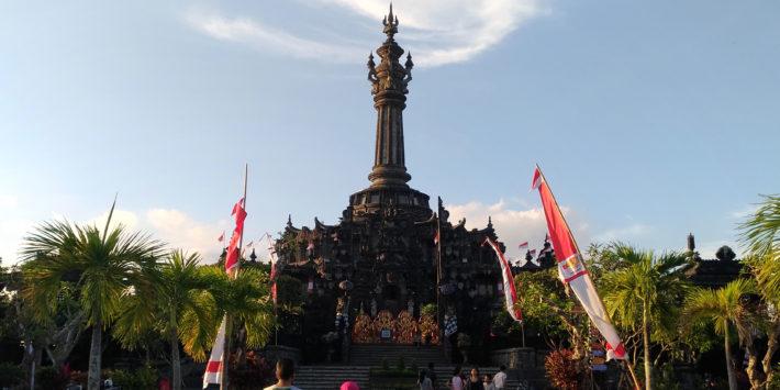 バリ島 歴史 の1ページに 日本