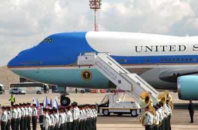 バリ島ニュース, APEC航空機