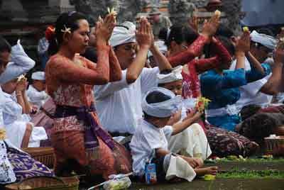 ヒンドゥー教寺院式, バリヒンドゥー教 ガルンガン