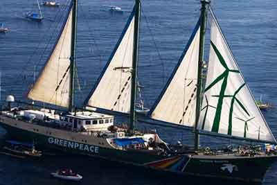 インドネシアに再航行, グリーンピース, 虹の戦士号